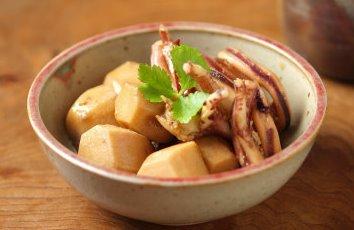 スルメイカと里芋煮物