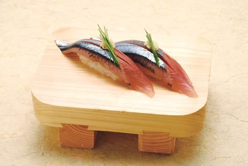 さんまの握り寿司(築地玉寿司提供)
