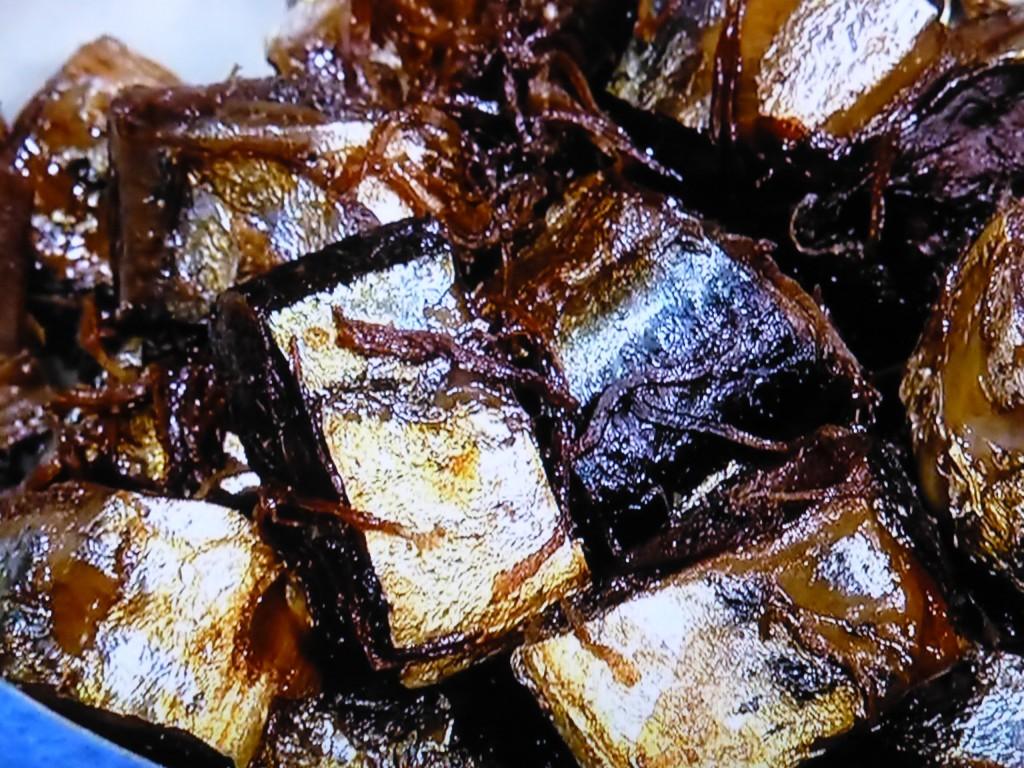 やわらかくなった骨の食感も、わたのほろ苦さも味わえる「生姜煮」